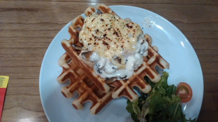 waffle chese and chicken pancious