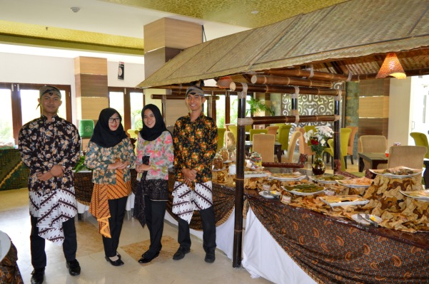 Parade Kuliner Tempoe Doeloe Syariah Hotel Solo 17 Agustus v1