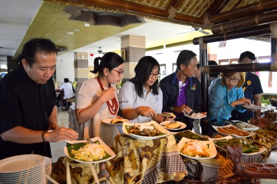 Parade Kuliner Tempoe Doeloe Syariah Hotel Solo 17 Agustus v2